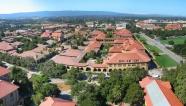 Khu trường đại học Standford ở quận Santa Clara, phía nam thành phố San Francisco, là nơi khởi đầu của Thung lũng Silicon