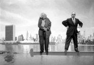 Người phụ nữ bình dân Jane Jacobs bên cạnh tiến sĩ Robert Moses, kẻ thù đầy quyền lực của bà và là người đã cho xây dựng nên New York hiện đại bằng cách phá hủy nhiều khu dân cư truyền thống.