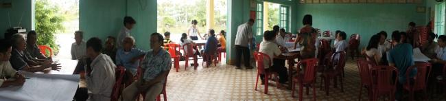 Hình 2: Quang cảnh buổi thảo luận nhóm để lấy ý kiến người dân diễn ra tại Nhà Văn hóa khối An Mỹ.