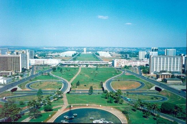 Khu vực trung tâm thành phố do Oscar Nimeyer thiết kế - một hiện thân của chủ nghĩa Hiện đại trong kiến trúc và quy hoạch vốn không chú tâm đến tỷ lệ con người trong tổ chức không gian.