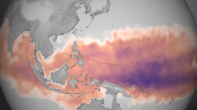 Bản đồ do Cơ quan Hải dương và Khí hậu Hoa kỳ lập cho thấy lượng nhiệt để hình thành bão Hải Yến vào cuối tháng 10, đầu tháng 11.  Màu tím thể hiện lượng dư nhiệt. Siêu bão tích năng lượng  bằng cách hấp thụ nhiệt từ đại dương. Đường chấm màu đen là đường đi dự kiến của bão. Nguồn: NOAA Environmental Visualization Laboratory