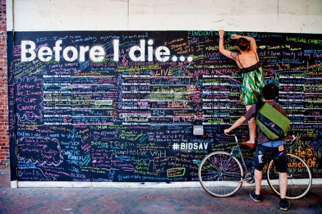 """Bức tường """"Trước khi tôi chết"""" ở thành phố Savannah, miền Nam nước Mỹ"""