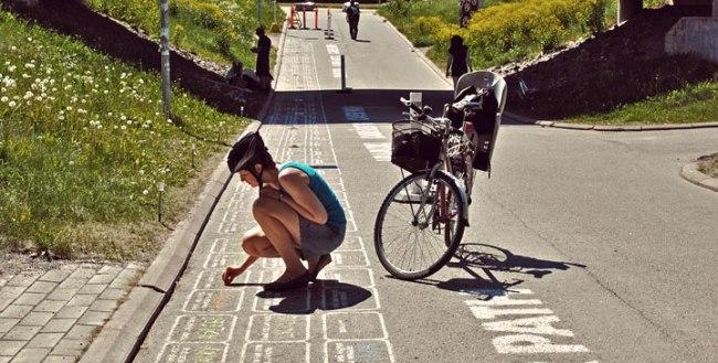 """""""Con đường sự nghiệp"""" do Candy thực hiện tại thành phố Turku, Phần Lan, trong loạt sự kiện nhân thành phố này được chọn là Thủ đô văn hóa của châu Âu năm 2011. Con đường là nơi mọi người, nhất là sinh viên, chia sẻ những ước mơ về công việc"""