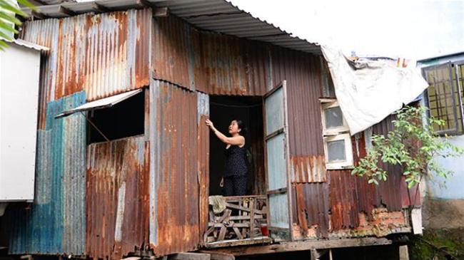 """Do nằm trong khu quy hoạch """"treo"""" nên hơn 20 năm nay, nhà bà Dương Thị Thúy Hằng (khu phố 7, P.22, Q.Bình Thạnh, TP.HCM) phải trong cảnh tồi tàn như thế này - Ảnh: Hữu Khoa"""