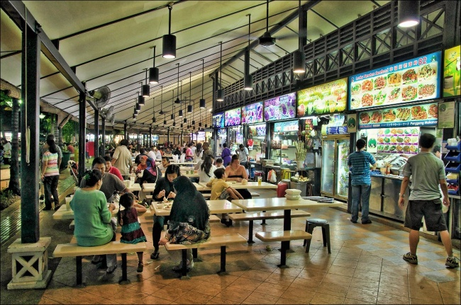 Newton Hawker Center, một trong những điểm ăn uống lâu đời và nổi tiếng tại Singapore