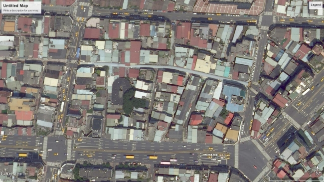 Những con đường lớn từ 4 đến 8 làn xe bao xung quanh một khu dân cư với những ngõ nhỏ ở trung tâm cũ của Đài Bắc là một ví dụ về sự cân bằng giữa tính định hướng và tính bất ngờ của hệ thống giao thông trong điều kiện của một đô thị cũ.