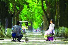 ... đã tạo ra những con phố xanh và thơ mộng của Hà Nội hôm nay.