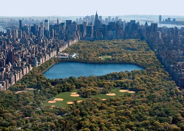 Central Park góp phần khiến Midtown Mahattan trở thành trung tâm thứ hai cuả New York sau khu hạ Mahattan nơi có phố Wall. Tòa tháp cao nhất New York, Empire State Building, hiện cũng nằm ở Midtown.